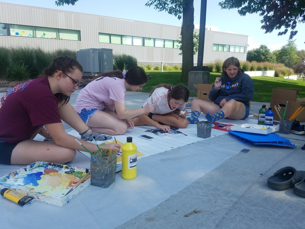 "Art Students Participate in ""Mural Day"""
